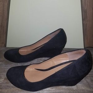 CL by Laundry Black Wedged Pump
